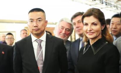 乌克兰第一夫人接受植物医生国礼