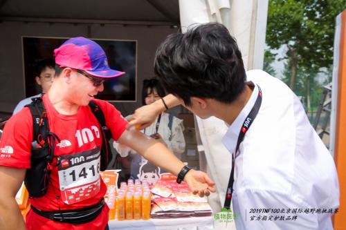 植物医生防晒产品受到现场跑者们的欢迎